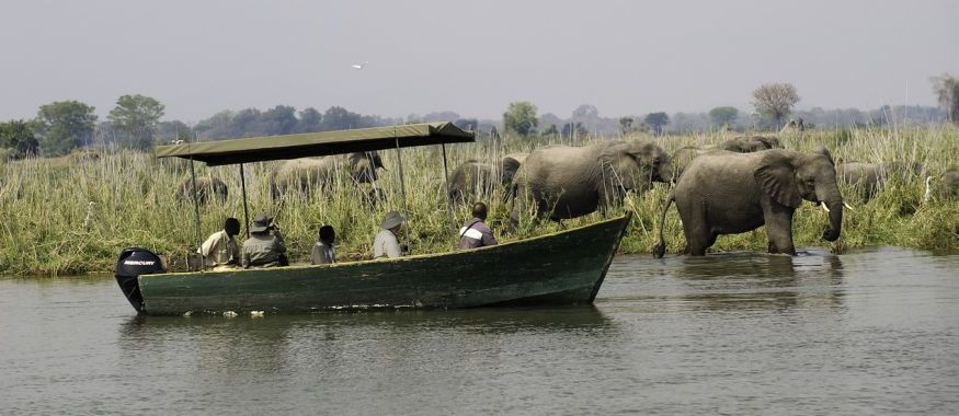 Mvuu Boating ©Dana Allen