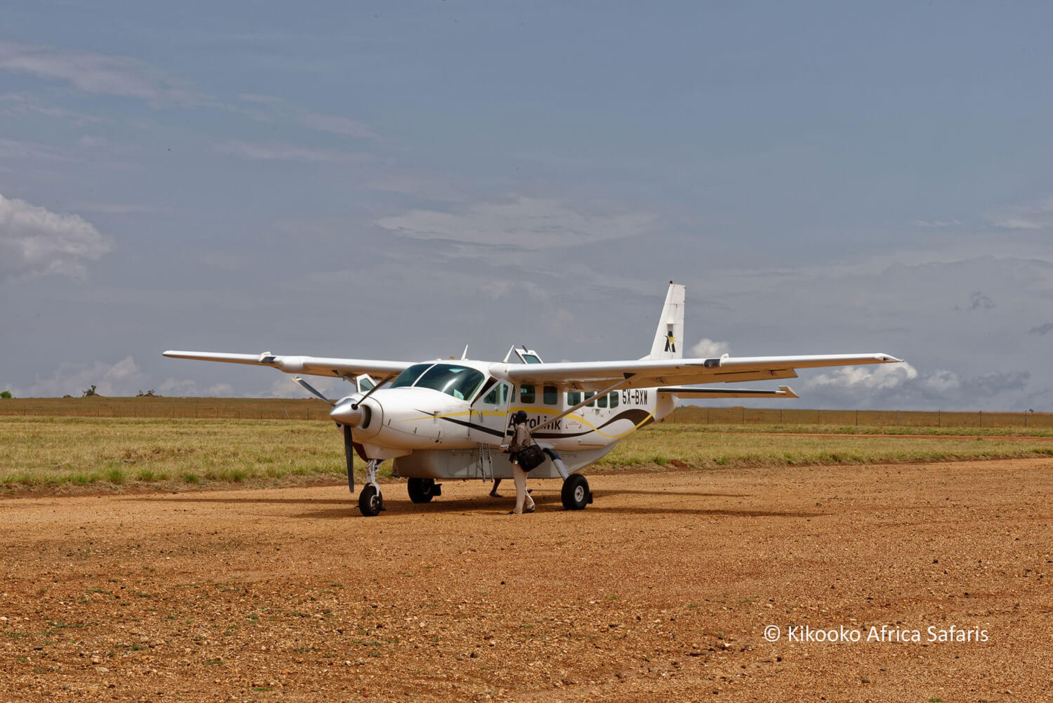 04-Kikooko-Africa-Safaris-Airplane.jpg